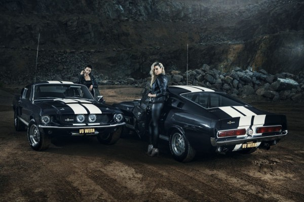Wandbild 1967 Shelby GT500 Twins mit Models Christiane und Katja