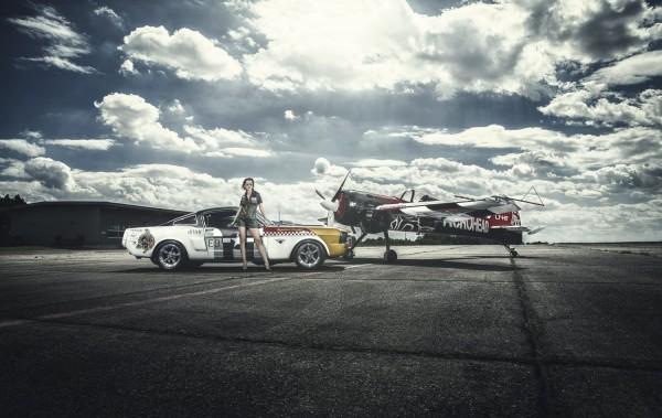Wandbild 1966 Ford Mustang Fastback vs. Yak 55