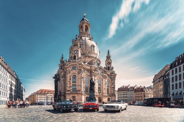 Wandbild 1966 Ford Mustang Cabrio vor Frauenkirche Dresden