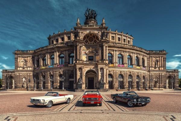 Wandbild 1966 Ford Mustang Cabrio vor Semperoper Dresden